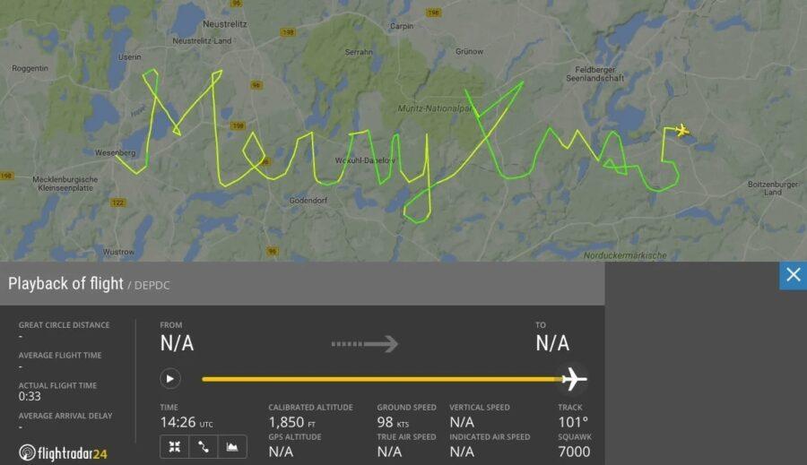 German Pilot Sends Christmas Greetings the Right Way