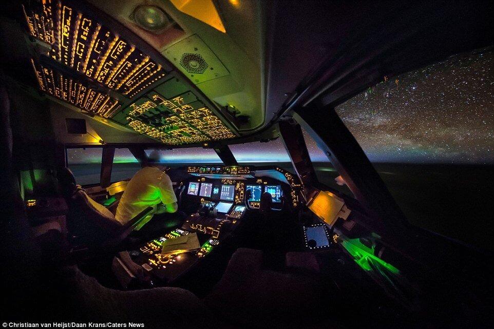 Amazing Aviation flightdeck cockpit view