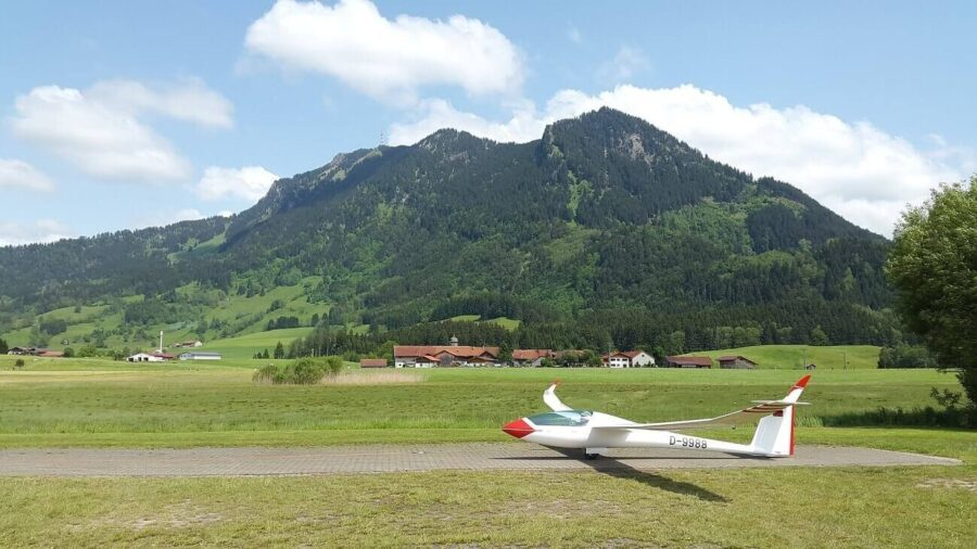 Everything you Need to Know About Becoming a Glider Pilot in 2021
