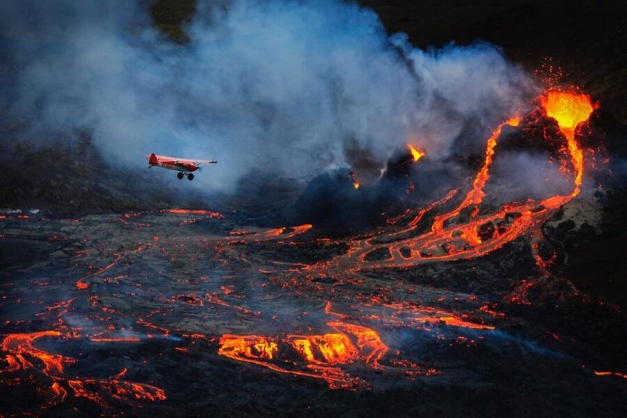 7 Incredible Shots by Pilots Flying over Iceland's Fagradalsfjall 2021 Eruption